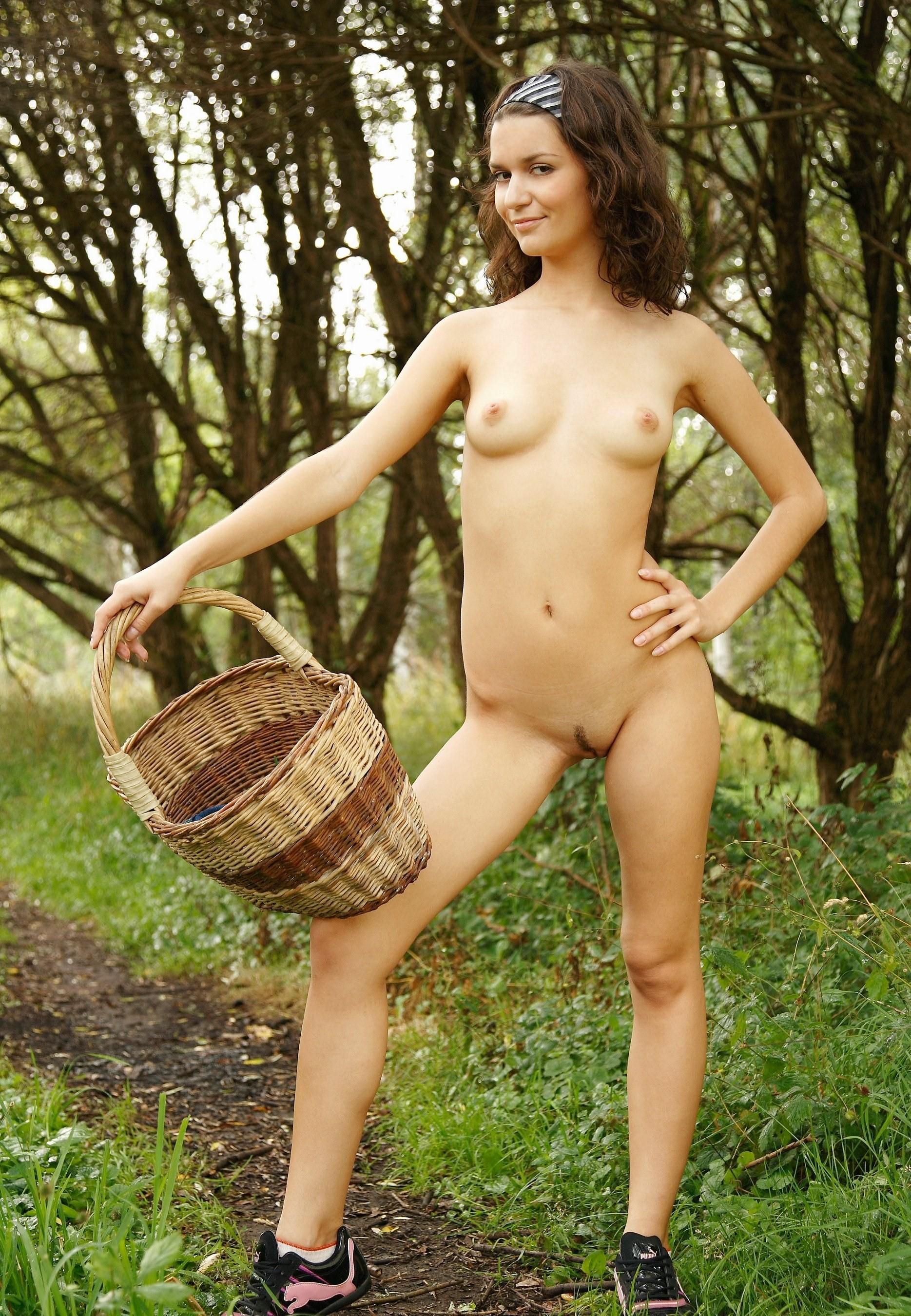 секс в походе в лесу